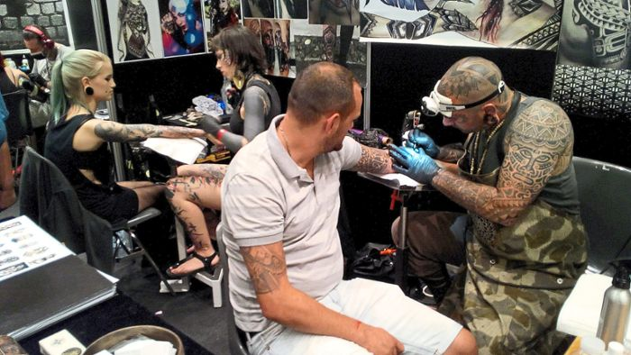 Offenburg: Messe: Tattoos, Stunts und Tanz
